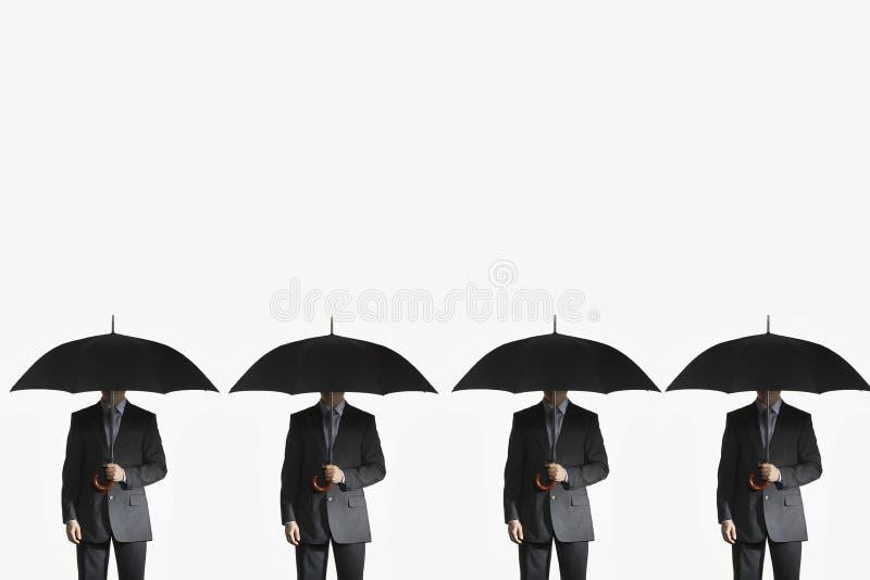 De Paraplu's van de zakenliedenholding in Rij stock afbeelding