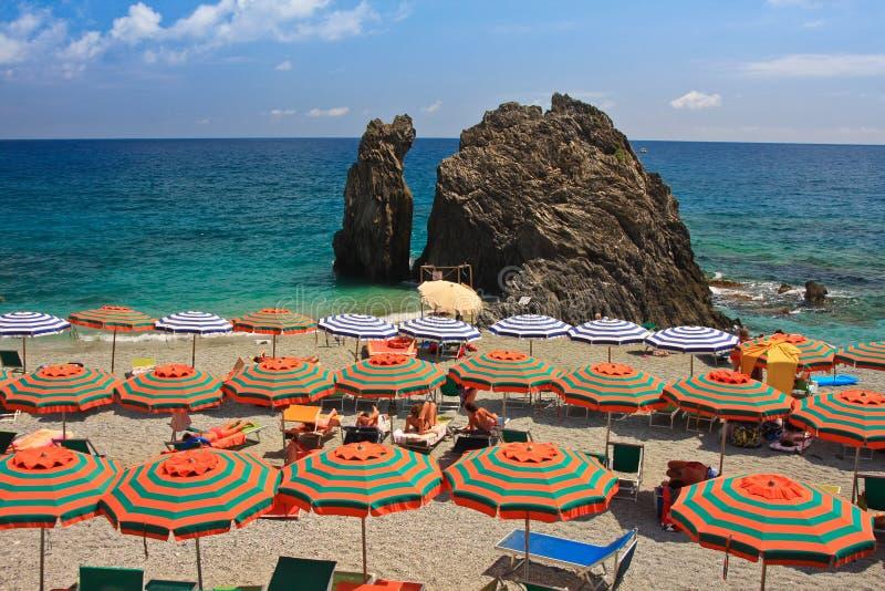 De paraplu's van het strand royalty-vrije stock afbeeldingen