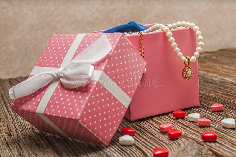 De parel van de valentijnskaartendag, diamant, necklase, gift royalty-vrije stock foto