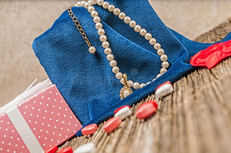 De parel van de valentijnskaartendag, diamant, necklase, gift stock foto