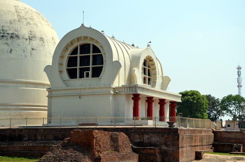 De Parinirvana-Tempel met Parinirvana Stupa royalty-vrije stock afbeeldingen