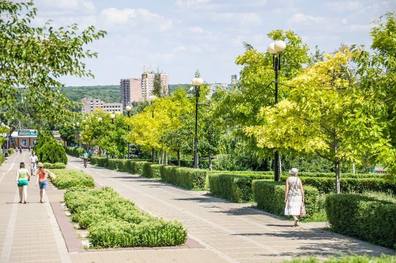 De park` Druzhba ` Vriendschap op de Boulevard Komarova rostov-op-trekt binnen aan royalty-vrije stock fotografie
