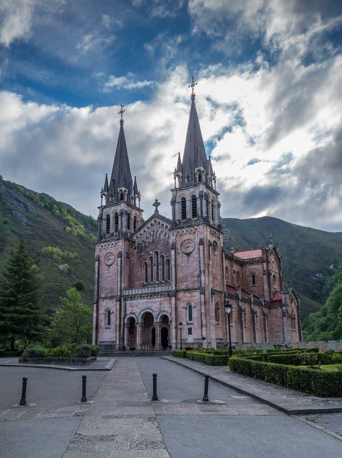 De parochie van Covadonga in de bergen van Picos DE Europa royalty-vrije stock foto's