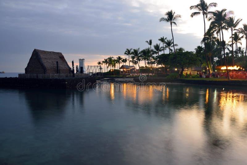 De partij Luau van het strand in Hawaï na zonsondergang royalty-vrije stock foto's