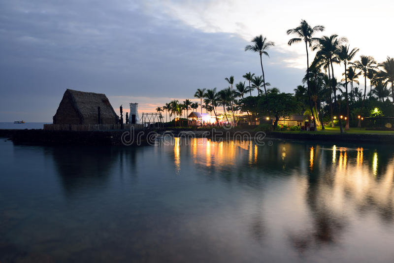 De partij Luau van het strand in Hawaï na zonsondergang royalty-vrije stock fotografie