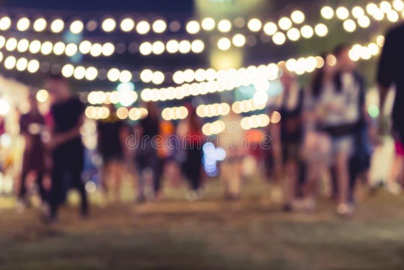 De Partij van de festivalgebeurtenis met Mensen Vage Achtergrond stock foto