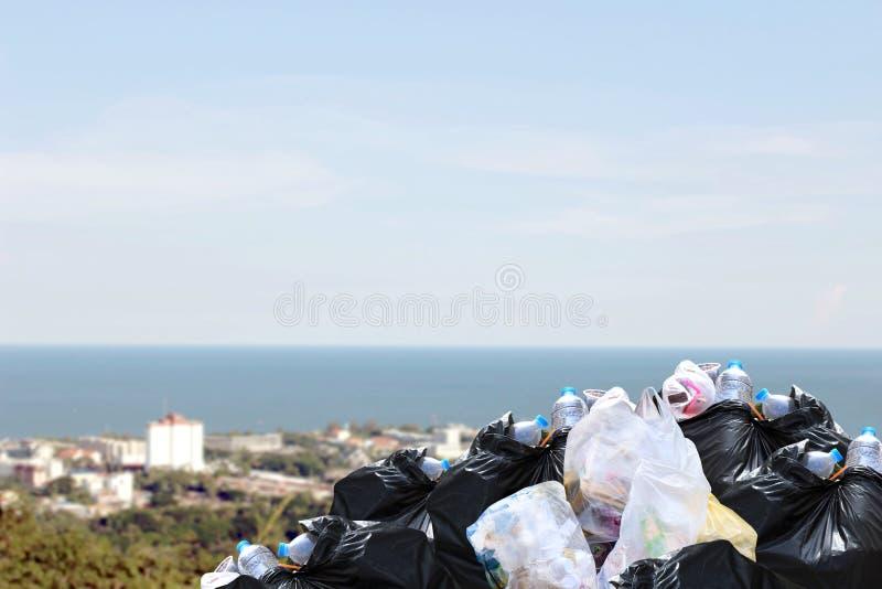 De partijen verspillen plastic hoop, Huisvuilhoop, verspillen plastic velen, van de de bakstapel van het Verontreinigingshuisvuil royalty-vrije stock afbeeldingen