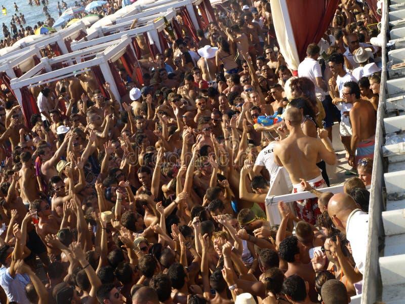 De partijmenigte van het strand stock afbeeldingen