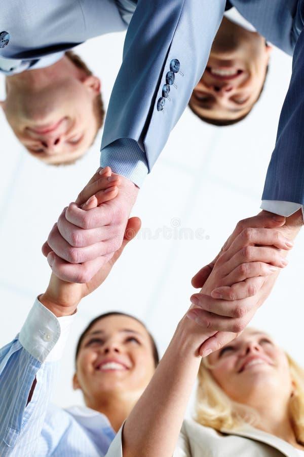 De partners van het handenschudden stock afbeeldingen