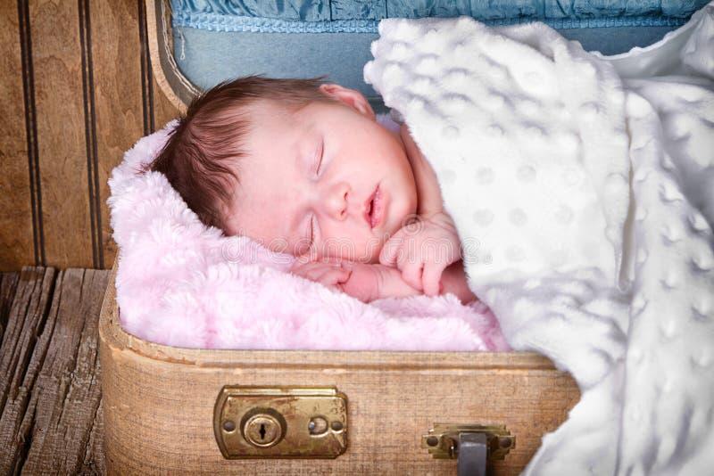 Download De Pasgeboren Slaap Van De Zuigelingsbaby Stock Afbeelding - Afbeelding bestaande uit liefde, vrede: 29509421