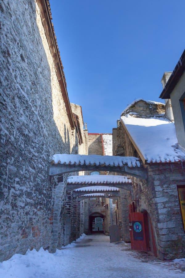 Download De Passage Van Katarina, Tallinn, Estland Stock Afbeelding - Afbeelding bestaande uit rood, toren: 29508205