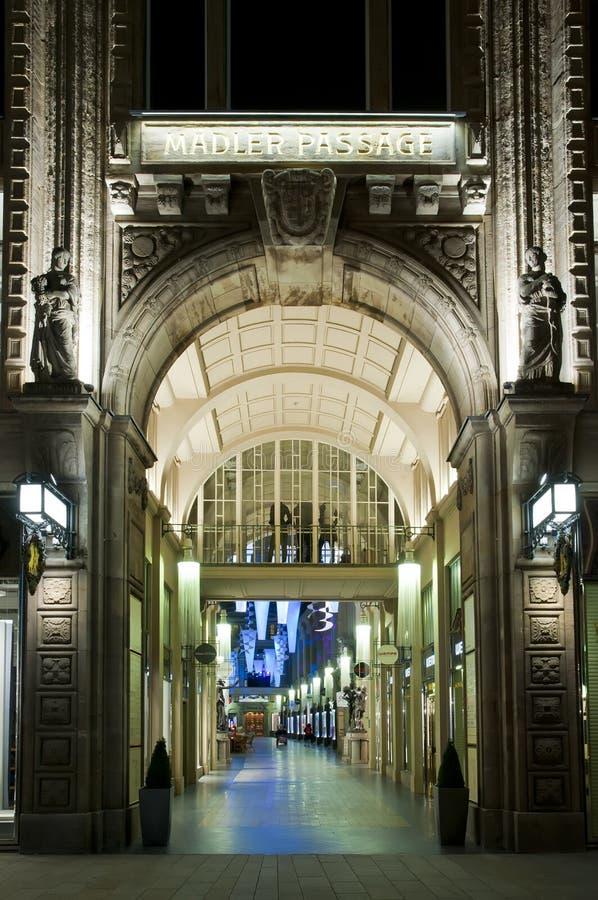 De Passage van Maedler in Leipzig bij nacht stock foto's