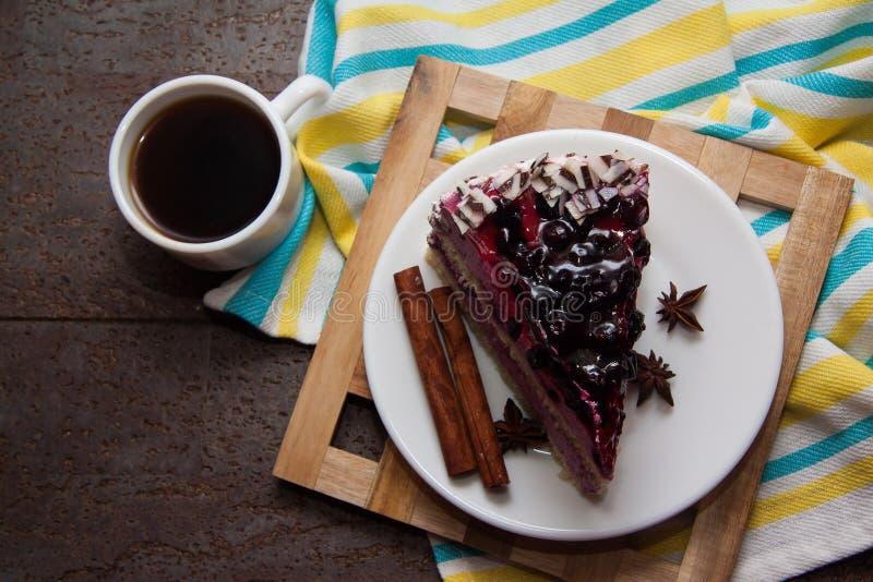 De pastei en de koffie van de bosbes stock foto