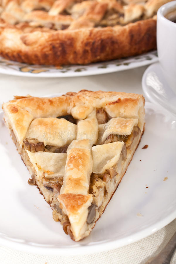Download De Pastei En De Koffie Van De Paddestoel Stock Foto - Afbeelding bestaande uit gebakken, dessert: 10776106