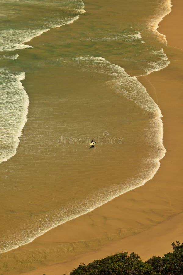 De Patronen en Surfer van de branding bij Baai Byron stock foto's