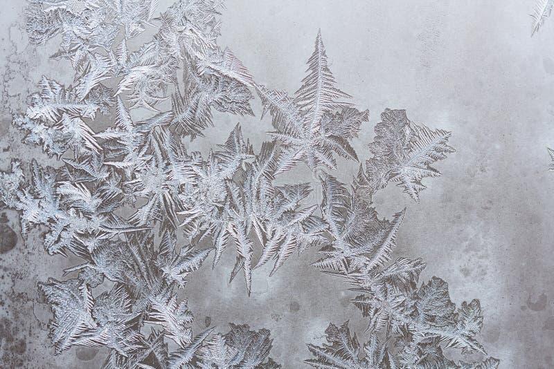 De patronen van het ijs op de winterglas stock afbeeldingen