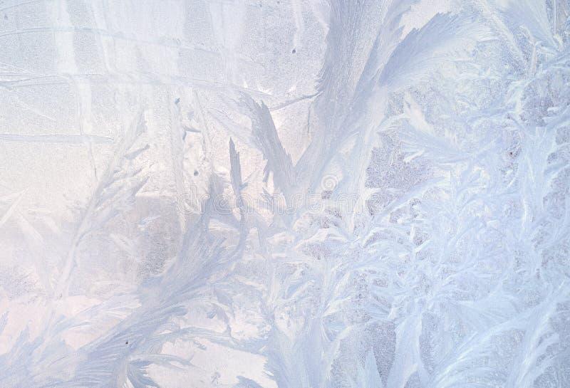 De patronen van het ijs op de winterglas Kerstmis bevroren achtergrond De winter stemmend effect royalty-vrije stock afbeelding