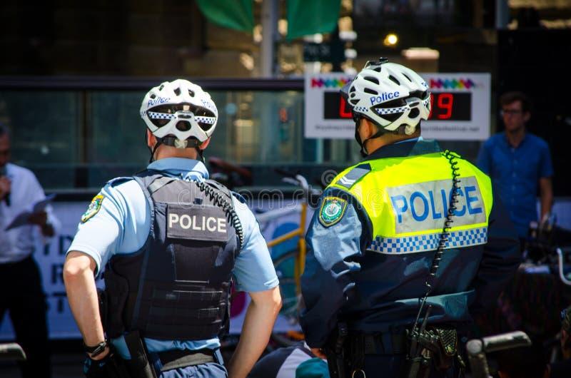 De Patrouille van de de Politiemachtfiets van Nieuw Zuid-Wales in het geval van Sydney Rides Festival in Martin Place stock foto