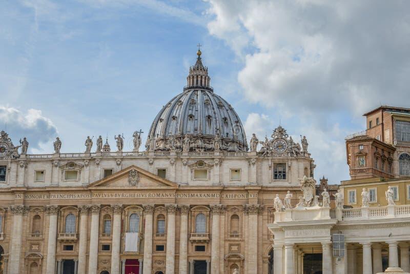 De Pauselijke Basiliek van in het Vatikaan stock foto
