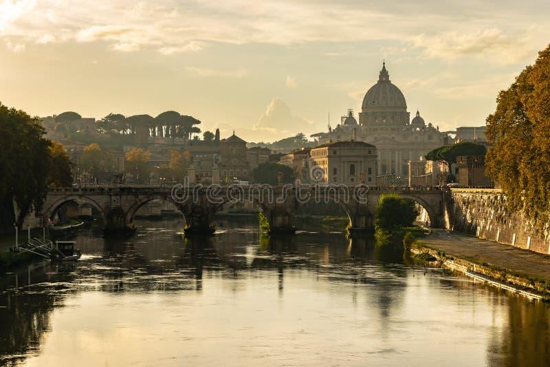 De Pauselijke Basiliek van St Peter Basilica Papale di San Pietro in de Basiliek van Vaticano of St Peter, in de Stad van Vatikaa royalty-vrije stock fotografie