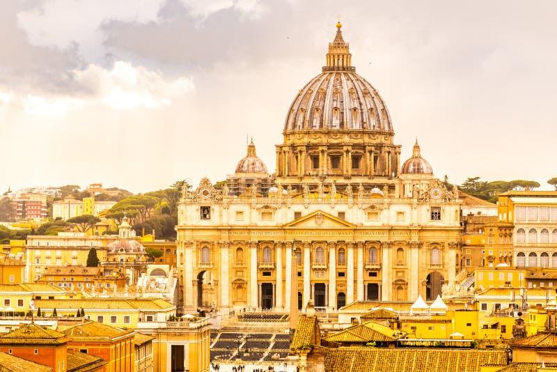 De Pauselijke Basiliek van St Peter in het Vatikaan royalty-vrije stock fotografie