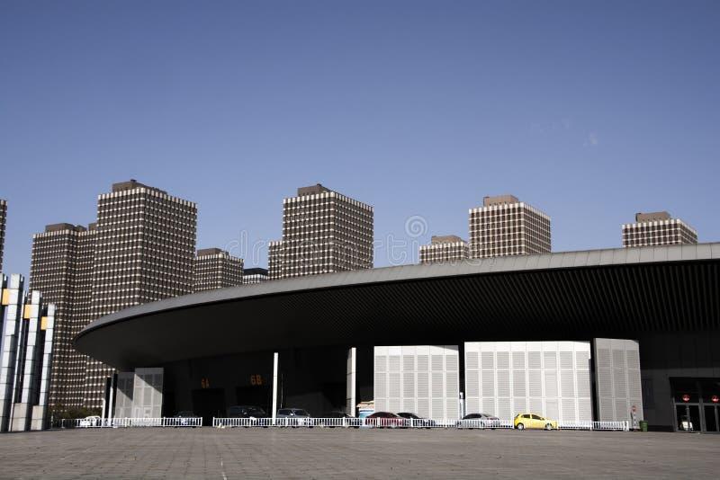 De paviljoenbouw en stad de bouwachtergrond stock afbeeldingen