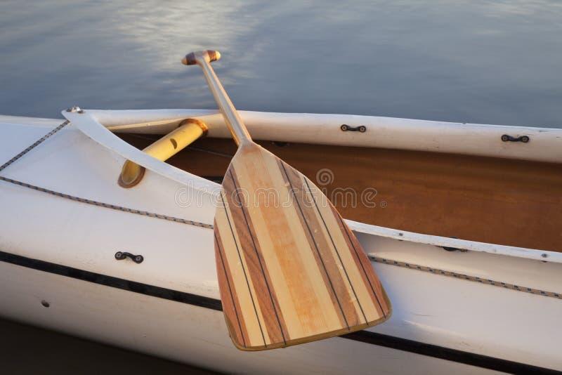 De peddel van de kano royalty-vrije stock afbeelding