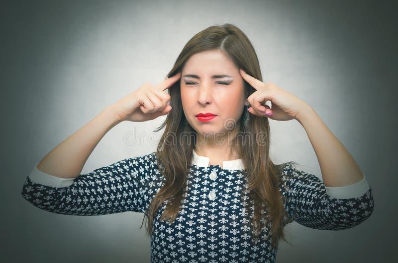 De peinzende vrouw denkt Meditatief weemoedig meisje in depressie royalty-vrije stock afbeeldingen