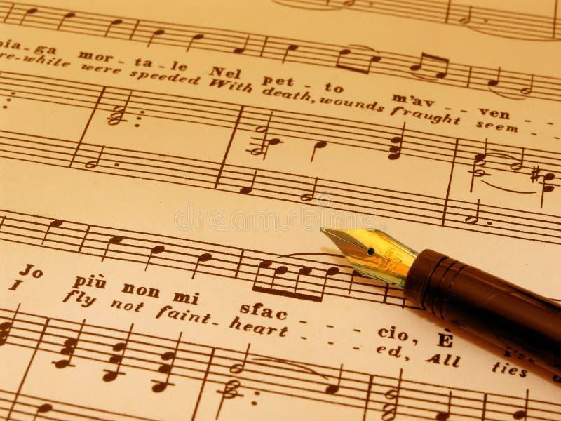 De Pen van Fountian boven op bladmuziek (gestemd sepia) royalty-vrije stock foto's