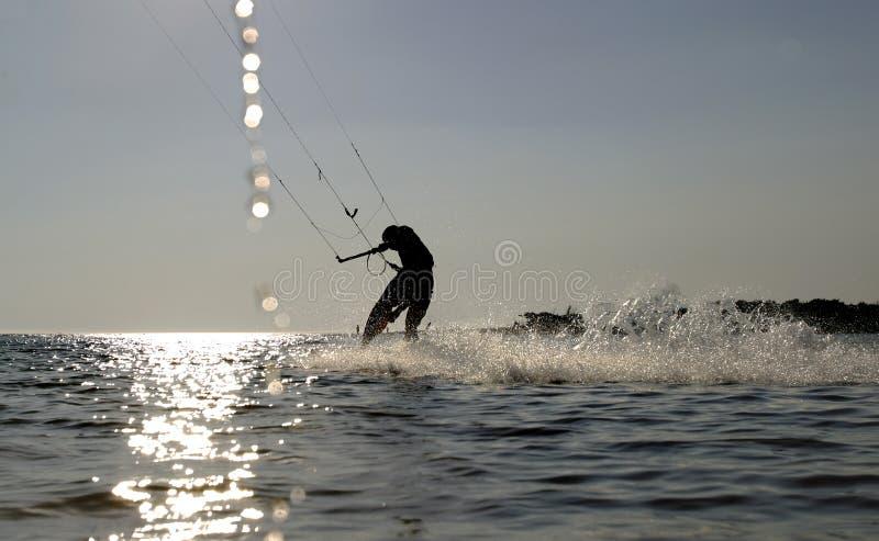 De pensionair die van de vlieger bij snelheid surft royalty-vrije stock afbeeldingen