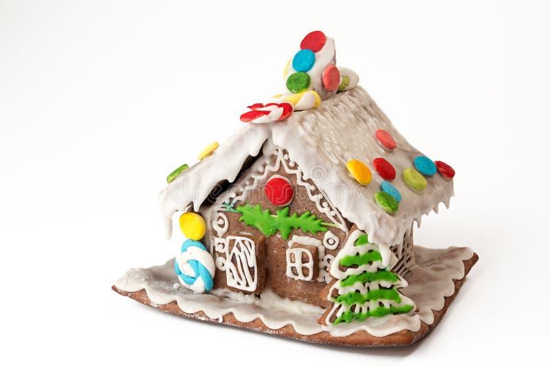 De peperkoekhuis van Kerstmis dat op witte achtergrond wordt geïsoleerde royalty-vrije stock afbeeldingen