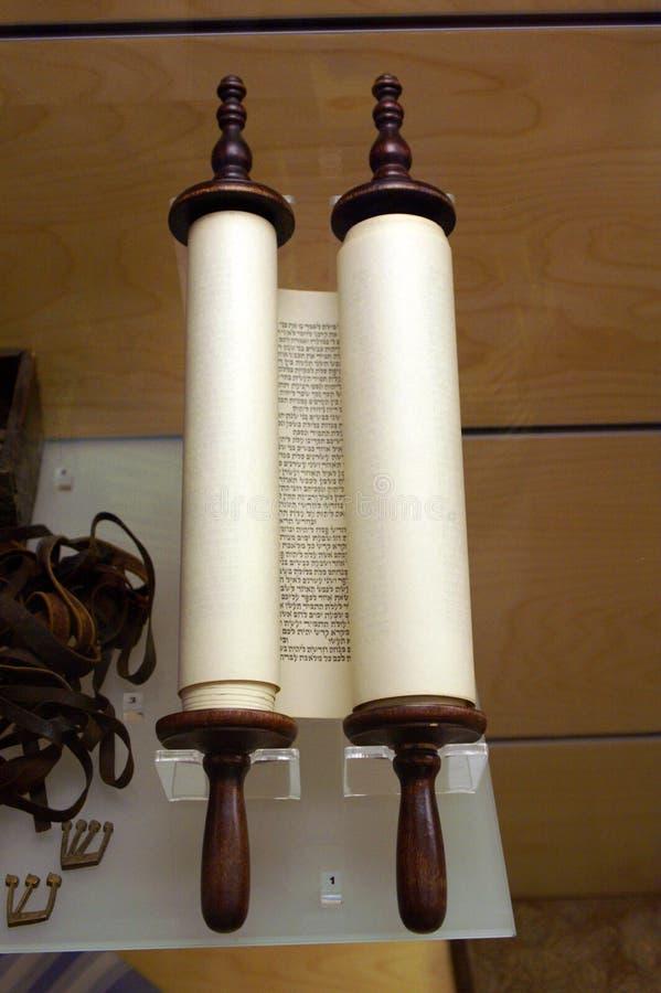 De pergamentTorah snirklarna royaltyfri bild