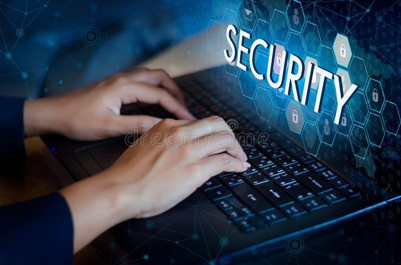 De pers gaat knoop op de computer in Zeer belangrijke van de de technologiewereld van het slotveiligheidssysteem abstracte digita royalty-vrije stock foto's