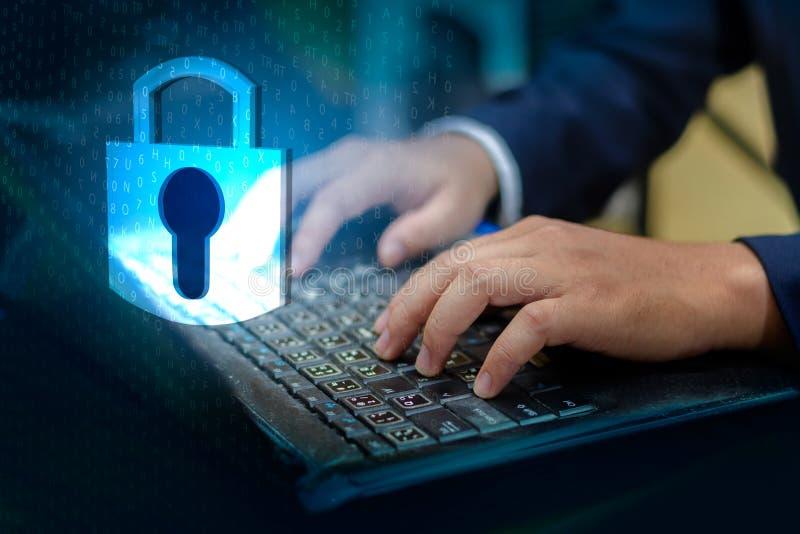 De pers gaat knoop op de computer in Zeer belangrijke van de de technologiewereld van het slotveiligheidssysteem abstracte digita royalty-vrije stock afbeeldingen