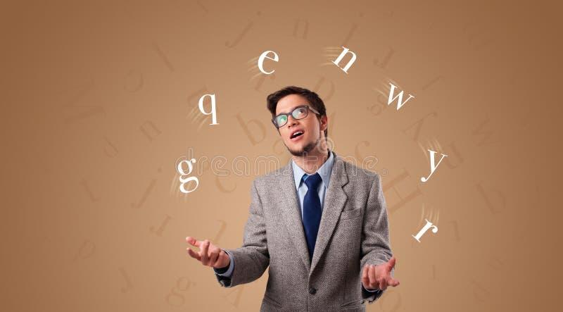 De persoon jongleert met met brieven stock foto's