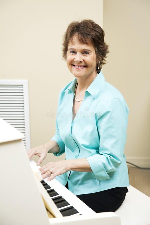 De Pianist van de kerk stock foto