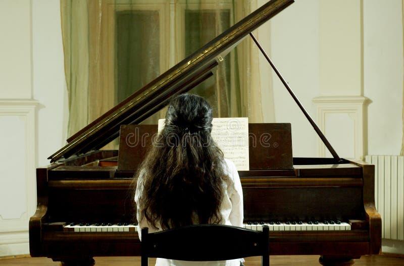 De Pianist van het overleg bij de Piano royalty-vrije stock afbeelding