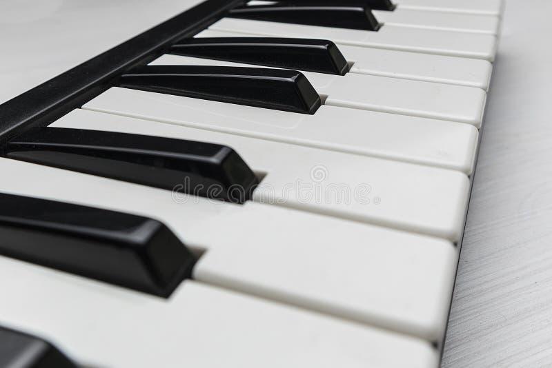 De pianosleutels van MIDI royalty-vrije stock afbeelding