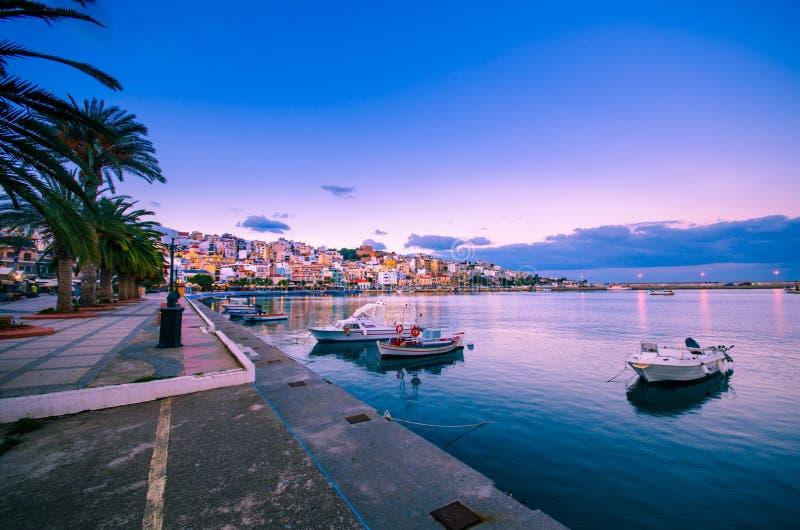 De pictursquehaven van Sitia, Kreta, Griekenland bij zonsondergang royalty-vrije stock afbeelding