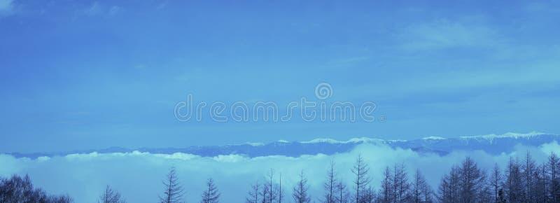 De piek van Blauwe hemel in de winter op Fuji-berg in Japan Kon de Hoogste mooie sneeuw van de Fujiberg 4de verdieping, Gezichtsp royalty-vrije stock foto