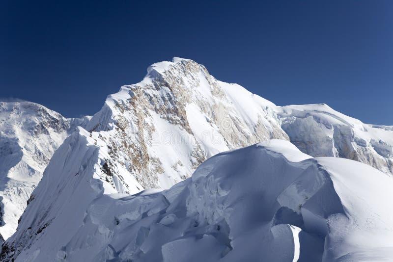 De piek van Chapayev, de bergen van Tian Shan royalty-vrije stock afbeeldingen
