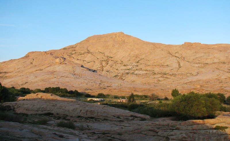 De Piek van de berg. Daling. royalty-vrije stock afbeelding