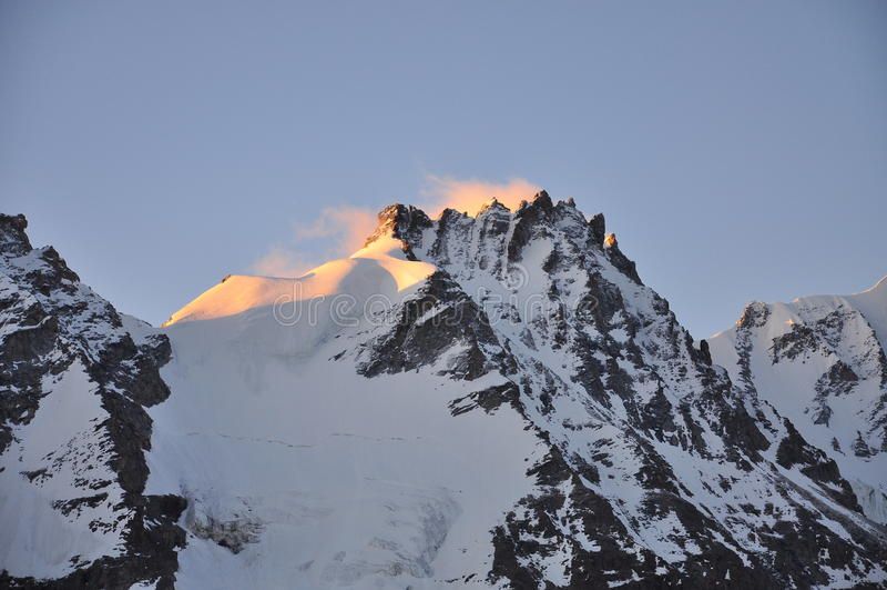 De piek van Paradiso van Gran, zonsopgang. De Vallei van Aosta, Italië royalty-vrije stock foto