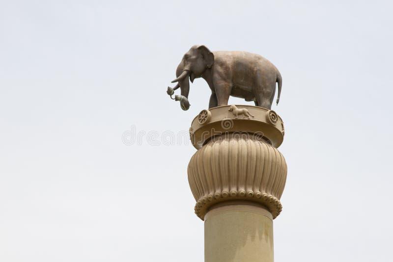 De pijler van Ananda Stupa en Asokan-bij watpanyanantaram, Pathum Thani, Thailand stock afbeeldingen