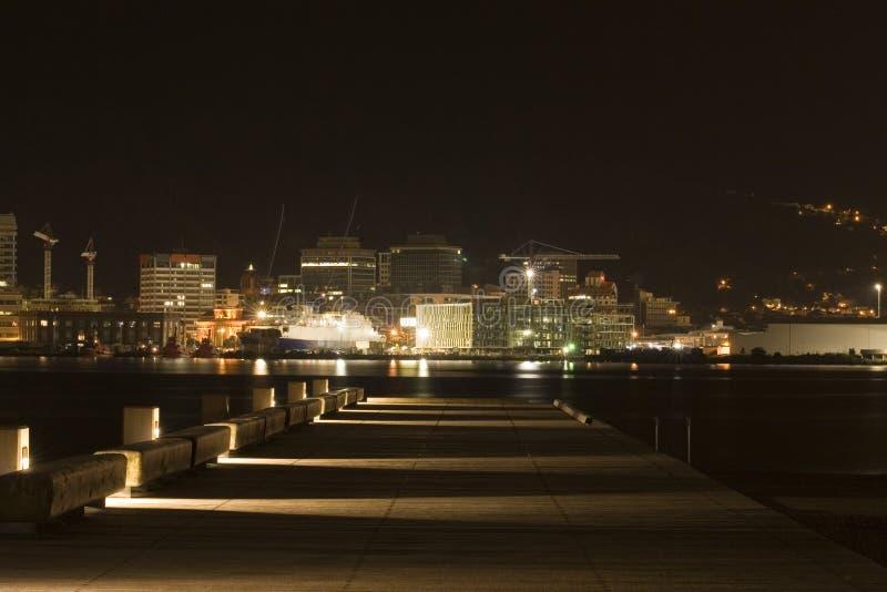 De Pijler van de haven bij Nacht stock foto