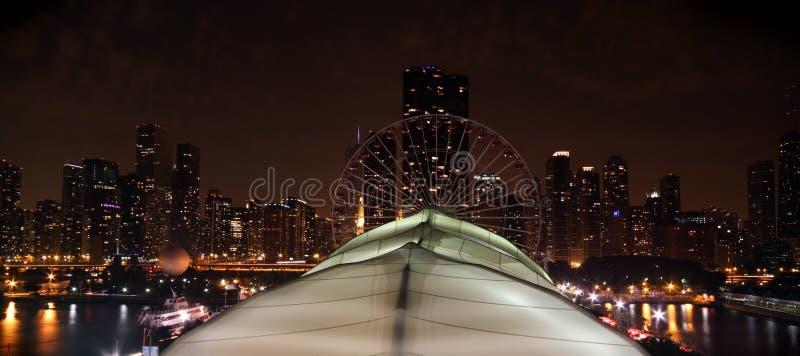 De Pijler van de Marine van Chicago bij nacht royalty-vrije stock afbeeldingen