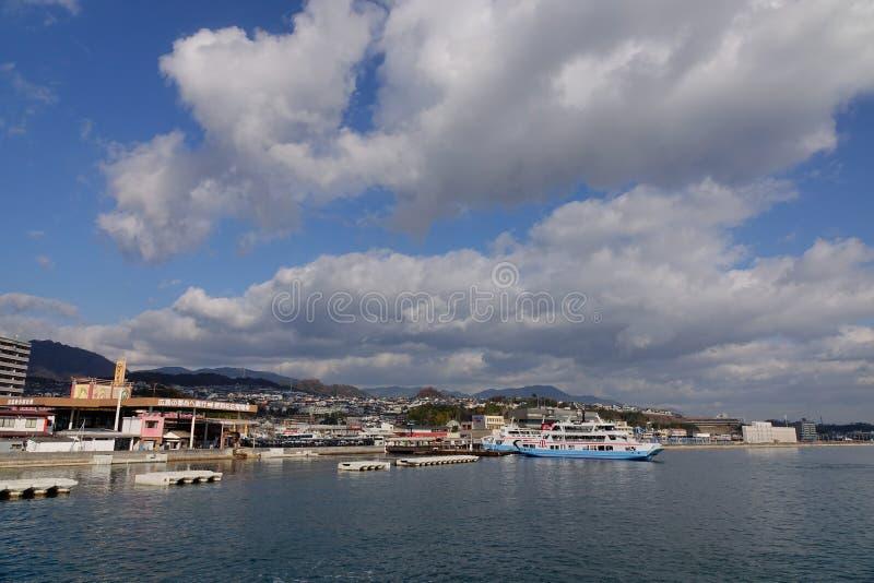 De pijler van de Miyajimaveerboot in Hiroshima, Japan royalty-vrije stock foto's