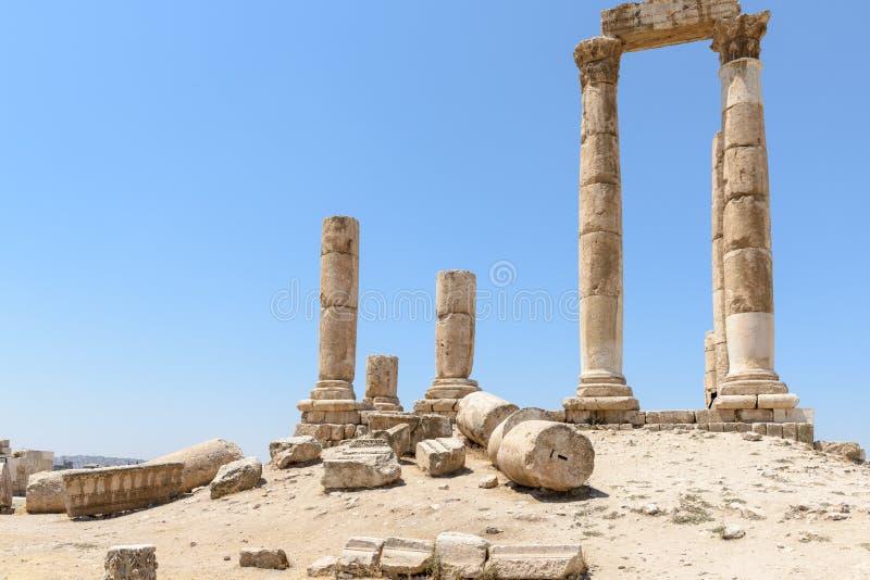 De pijlers van de tempel van Hercules in Amman royalty-vrije stock fotografie