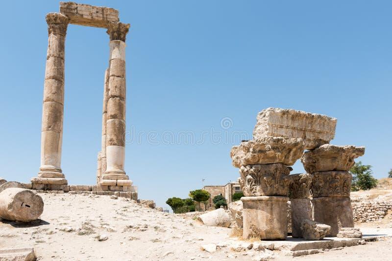 De pijlers van de tempel van Hercules in Amman stock afbeeldingen