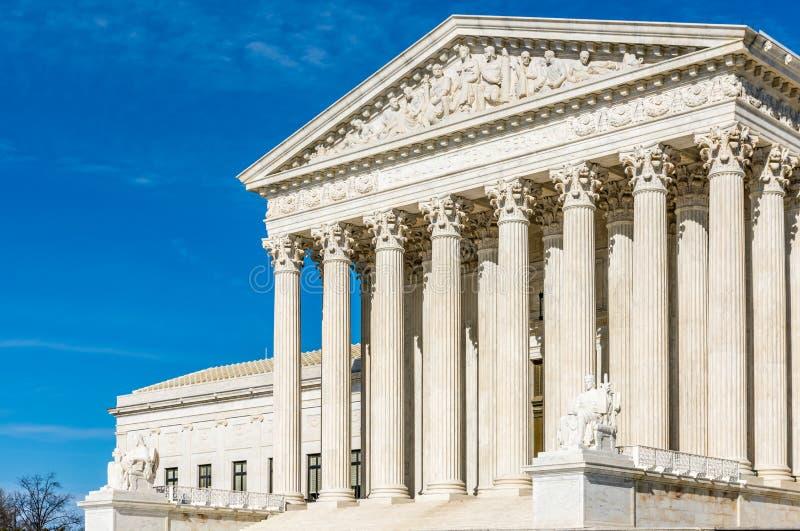 De Pijlers van Rechtvaardigheid bij het Hooggerechtshofgebouw stock foto's